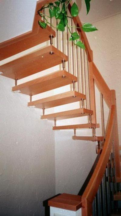 offene treppe in ged mpfter buche und edelstahlsprossen durch die fertigung der treppe ohne. Black Bedroom Furniture Sets. Home Design Ideas