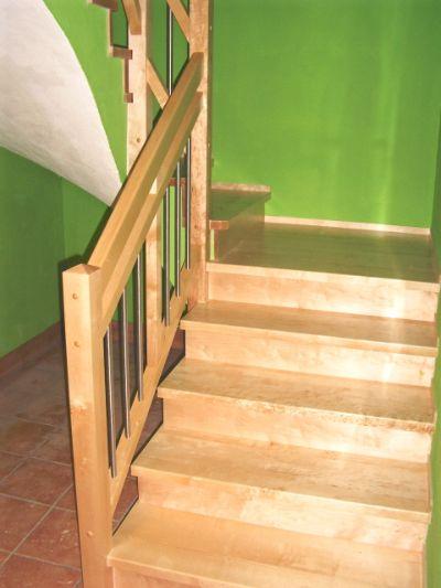 treppe mit tritt und setzstufen aus birke mit passenden gel nder mit doppelten handlauf. Black Bedroom Furniture Sets. Home Design Ideas